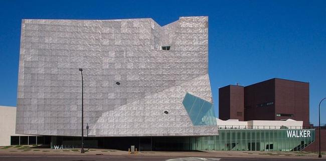 Центр искусств Уокера. Фото: McGhiever via Wikimedia Commons. Лицензия CC-BY-SA-4.0