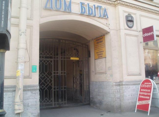 Литейный пр, дом 31. До марта 2008г. здесь находилось произведение искусства литейщиков середины 19 века.
