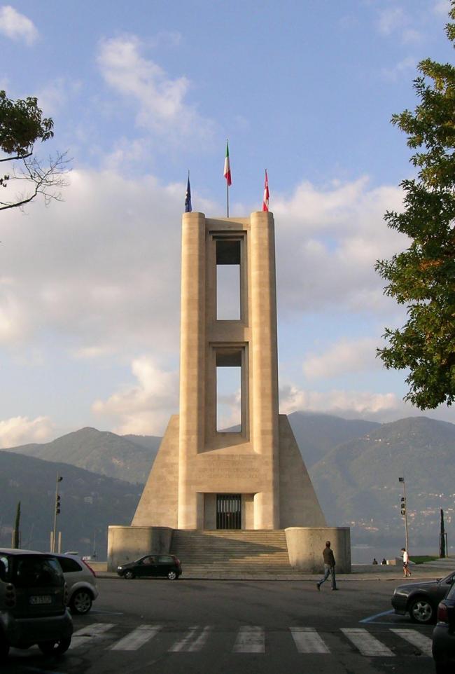 Джузеппе Терраньи. Монумент погибшим в Первой мировой войне. 1930-1933, Комо. Фото Анны Вяземцевой