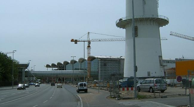 Новая Гамбургская ярмарка - выставочный комплекс. Фото: Staro1 via Wikimedia Commons. Лицензия GNU Free Documentation License, Version 1.2