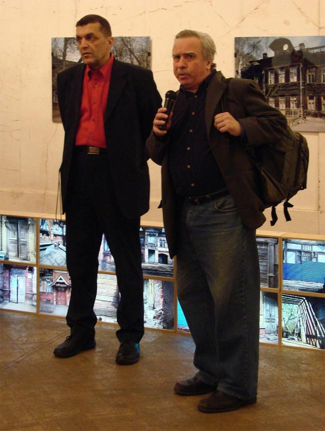 Директор музея Давид Саркисян и Виталий Рудченко (искусствовед, фотограф, сотрудник Свода памятников ГИИ)