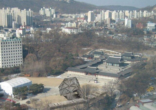 Prada Transformer в Сеуле. Проект