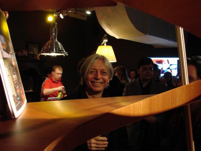 Юрий Аввакумов и этажерка «Архимед». Фотография Юлии Тарабариной