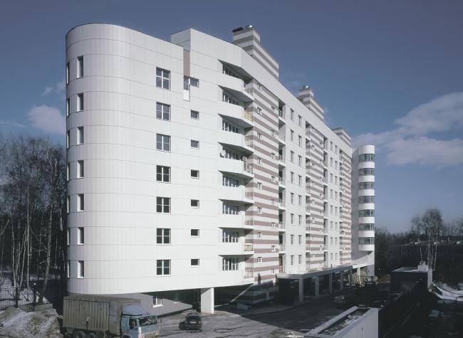 Nine-floor apartment house with underground garage on street of Malaia Filevskaia