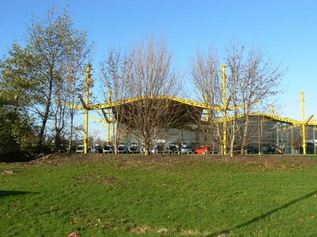 Центр Renault. Фото: Brian Robert Marshall via Wikimedia Commons. Лицензия CC-BY-SA-2.0