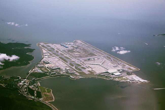 Аэропорт Чеп Лап Кок. Фото: Wylkie Chan via via Wikimedia Commons. Лицензия CC BY-SA 3.0
