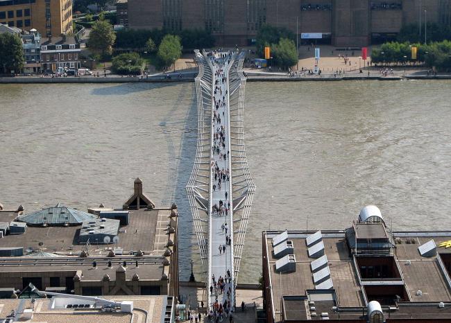 Мост Тысячелетия. Фото: Bernard Gagnon via Wikimedia Commons. Лицензия CC BY-SA 3.0