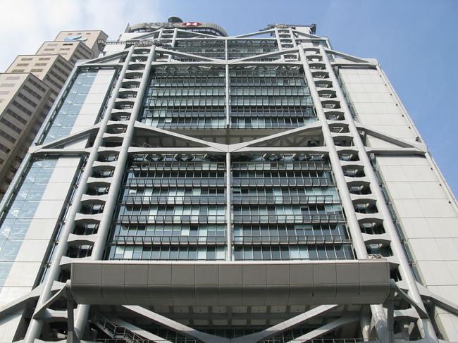 Штаб-квартира Банковской корпорации Гонконг-Шанхай (HSBC). Фото: Baycrest via Wikimedia Commons. Лицензия CC-BY-SA-2.5