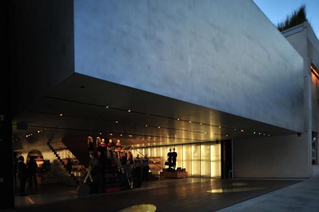 Магазин Prada Беверли-Хиллс. Фото: Rem Koolhaas via flickr.com. Лицензия CC BY 2.0