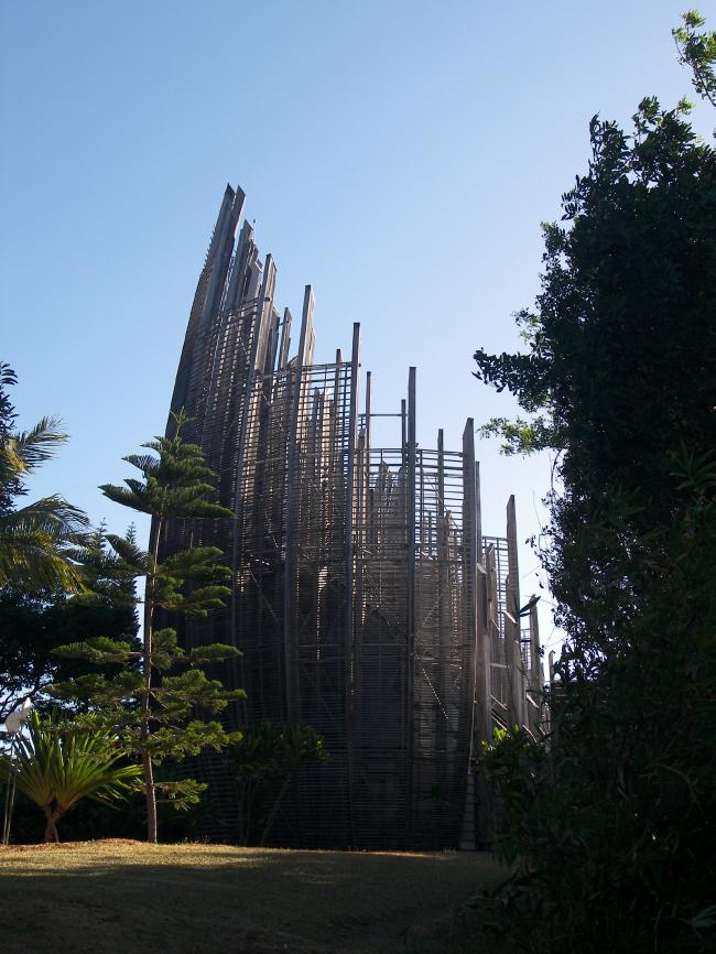 Культурный центр Жана-Мари Тжибау. Фото:  Fourrure via Wikimedia Commons. Лицензия CC BY-SA 2.0