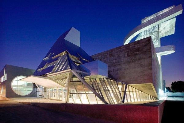 Центральная общественная школа №9 визуальных и исполнительских искусств, Лос-Анджелес, Калифорния (2002-2008) Фото:Lane Barden