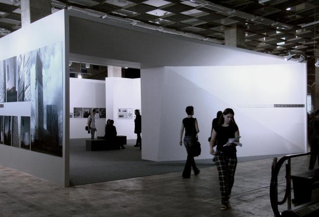 Вход на выставку Сергея Скуратова