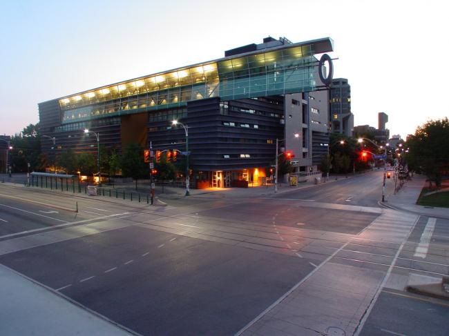 Аспирантский корпус Университета Торонто. Фото: Jason V via flickr.com. Лицензия CC BY 2.0