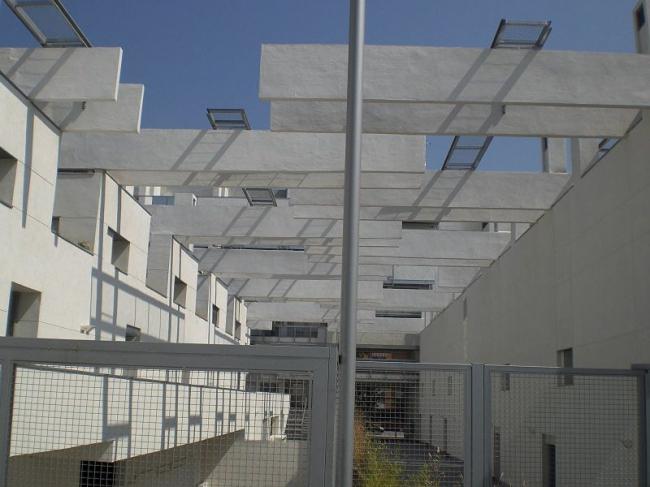 Квартал социального жилья в Мадриде. Фото: xGaztelu via Wikimedia Commons. Лицензия CC-BY-SA-3.0