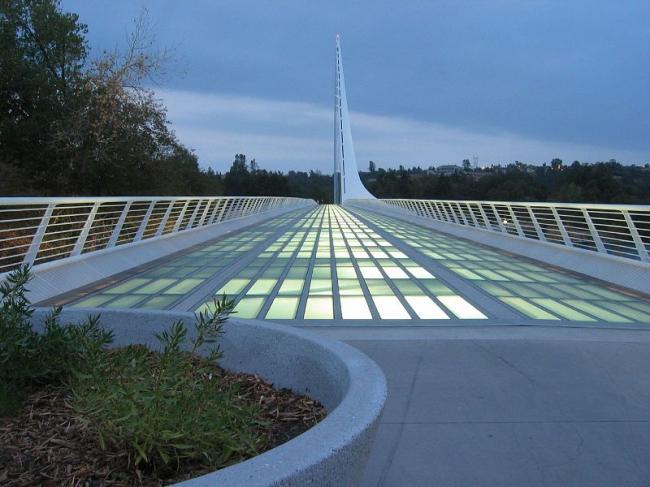 Мост «Солнечные часы». Фото: David Weekly via Wikimedia Commons. Лицензия CC-BY-2.0