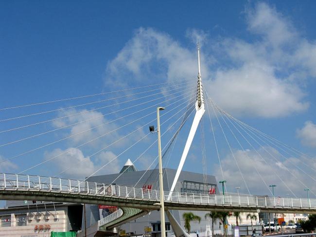 Мост в Петах-Тиква. Фото: Юкатан via Wikimedia Commons. Лицензия GNU Free Documentation License версии 1.2
