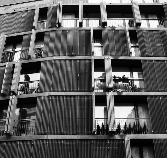 Жилой дом на улице Де Сюис. Фото: Lauren Manning via flickr.com. Лицензия CC BY 2.0