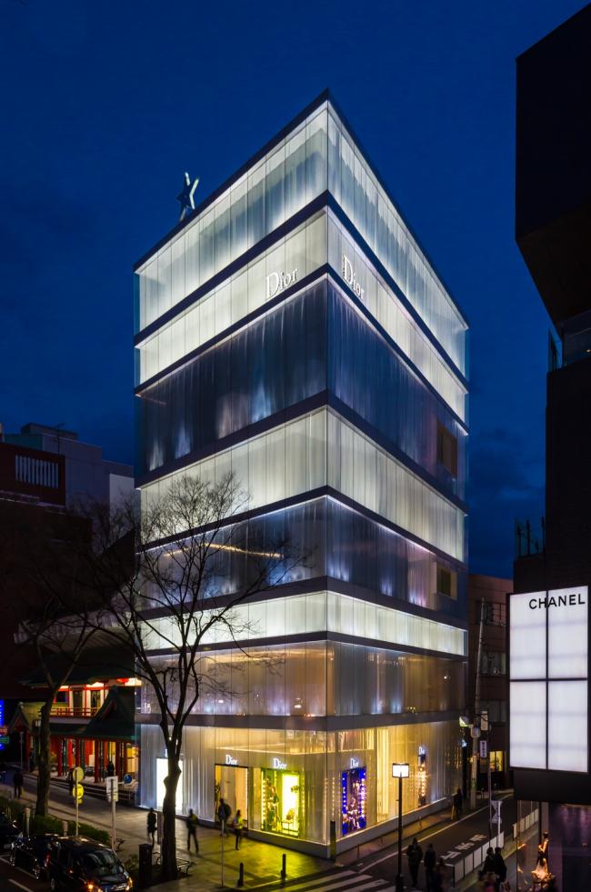 Магазин Dior Omotesando. Фото: Kakidai via Wikimedia Commons. Лицензия CC-BY-SA-3.0