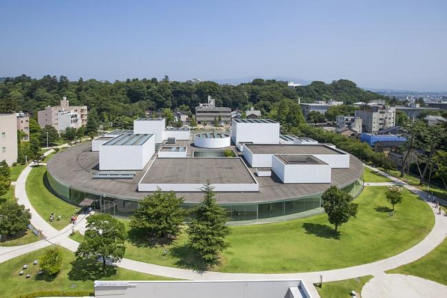 Музей искусства XXI века в Канадзава. Фото: 金沢市 via Wikimedia Commons. Лицензия CC-BY-2.1-JP