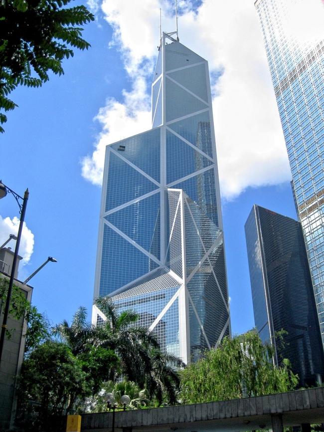 "Башня ""Bank of China"" в Гонконге. Фото: WiNG via Wikimedia Commons. Лицензия CC BY 3.0"