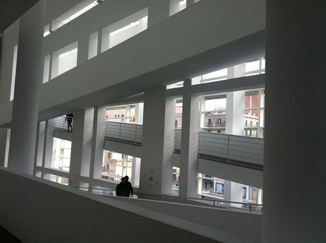 Музей современного искусства MACBA. Интерьер. Фото: Kippelboy via Wikimedia Commons. Лицензия CC-BY-SA-3.0