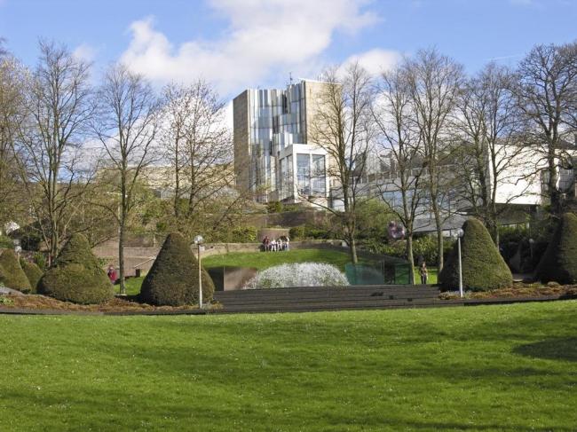 Музей Абтайберг в Мёнхенгладбахе. Проект 1971-72, здание 1982. Фото: Hps-poll via Wikimedia Commons. Лицензия CC BY-SA 3.0