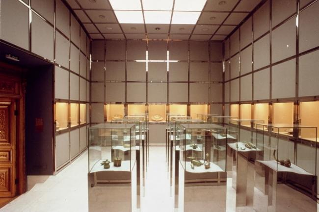 Музей стекла и керамики (c) Hans Hollein