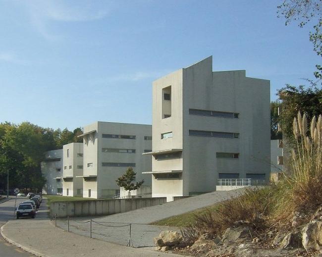 Архитектурный факультет Университета Порто. Фото: Andy Matthews via Wikimedia Commons. Лицензия CC-BY-SA-2.0