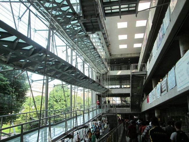 Студенческий центр Альфреда Лернера, Колумбийский университет. Фото: Beyond My Ken via Wikimedia Commons. Лицензия GNU Free Documentation License, Version 1.2