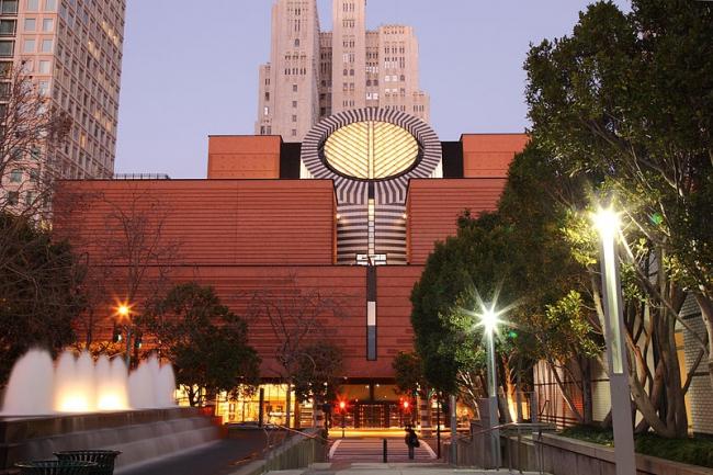 Музей современного искусства в Сан-Франциско. Фото: Caroline Culler via Wikimedia Commons. Лицензия GNU Free Documentation License, Version 1.2
