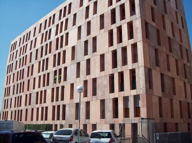 Комплекс социального жилья «Виллаверде». Фото: Luis García via Wikimedia Commons. Лицензия GNU Free Documentation License, Version 1.2