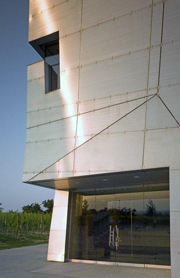 Посетительский центр винодельни Лойзиум © Steven Holl Architects
