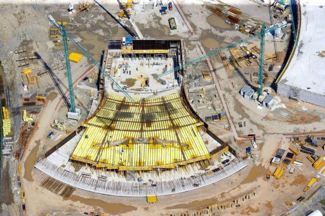 Международный культурный центр Оскара Нимейера в процессе строительства