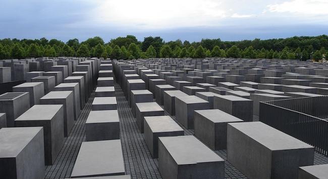 Мемориал убитым евреям Европы. Фото: Chaosdna via Wikimedia Commons. Лицензия CC-BY-SA-3.0