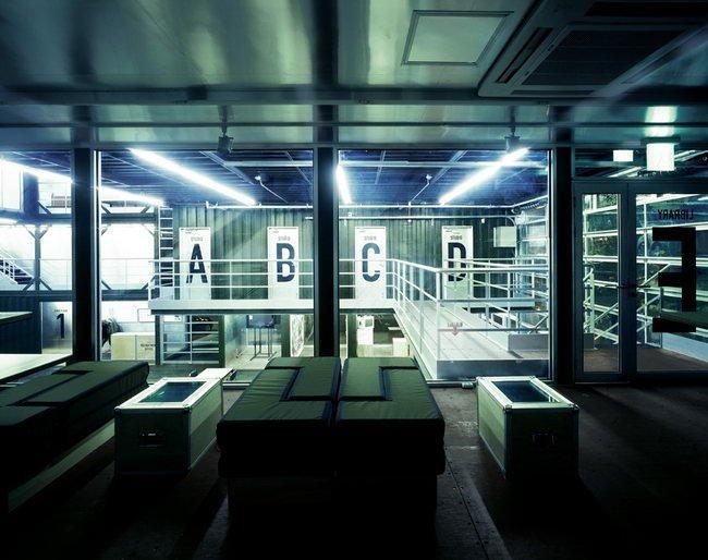 Центр Platoon Kunsthalle. Библиотека и мастерские © GRAFT