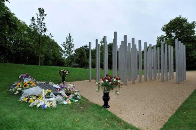 Мемориал 7 июля. Фото © Nick Weall