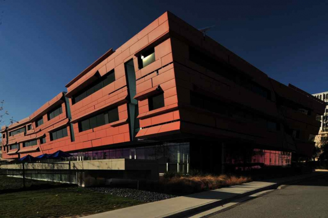 Центр астрономии и астрофизики Кэхилла. Фото: Forgemind ArchiMedia via Wikimedia Commons. Лицензия CC BY 2.0