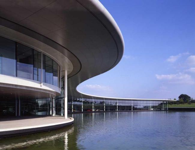 Технологический центр McLaren © Foster + Partners