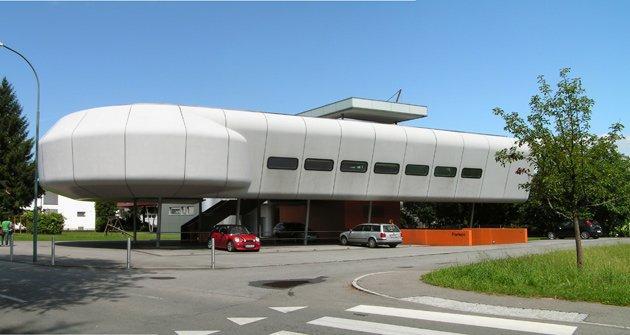 Терминал-V, Лаутерах,Австрия, 2002, Хуго Дворжак. Сходство с летательным аппаратом неслучайно - на озере есть музей дирижаблей. Фото: Надежда Щема