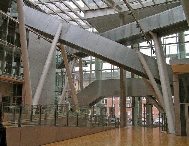 Академия Художеств, 2005, Кооп Химмельб(л)ау, Мюнхен, Германия. Атриум. Фото: Надежда Щема