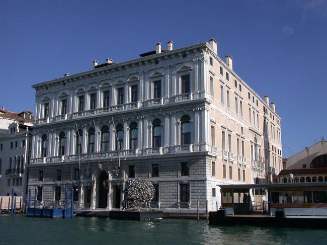 Палаццо Грасси. Главный фасад. Фото: Gvf via Wikimedia Commons. Лицензия CC-BY-SA-2.5-IT
