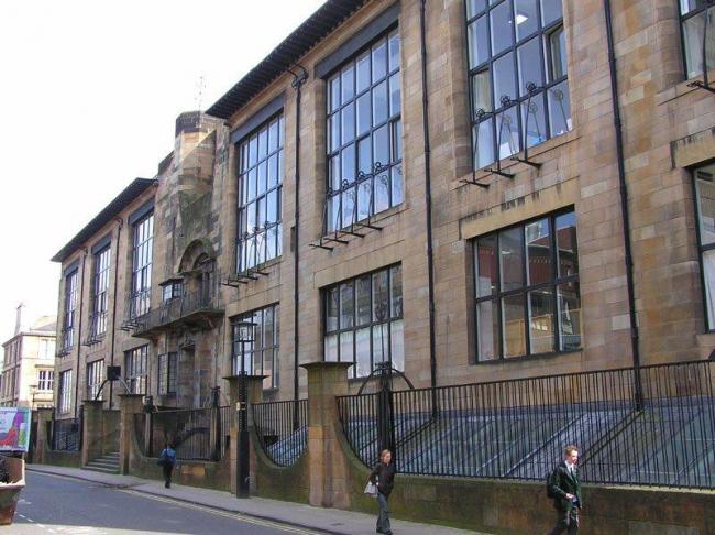 Ч.Р. Макинтош. Школа искусств Глазго. Фасад, обращенный к новому корпусу