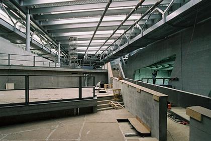 Центральное здание завода BMW в процессе строительства