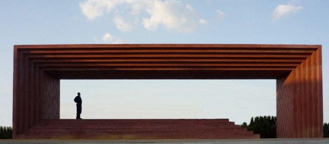 Памятник Педро Альмадовару Фото © Ricardo Santonja, Emilio Valverde