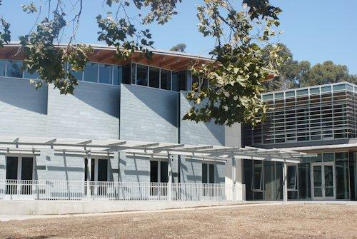 Школа бизнеса Лоуки Миллс-Колледжа