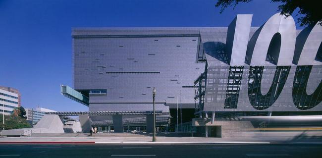 Штаб-квартира Департамента Транспорта Калифорнии - Кэлтранс 7. Фото © Roland Halbe
