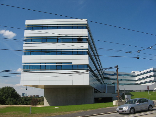 Университет прикладных наук «FH Campus Wien». Фото: Buchhändler via Wikimedia Commons. Лицензия GNU Free Documentation License, Version 1.2