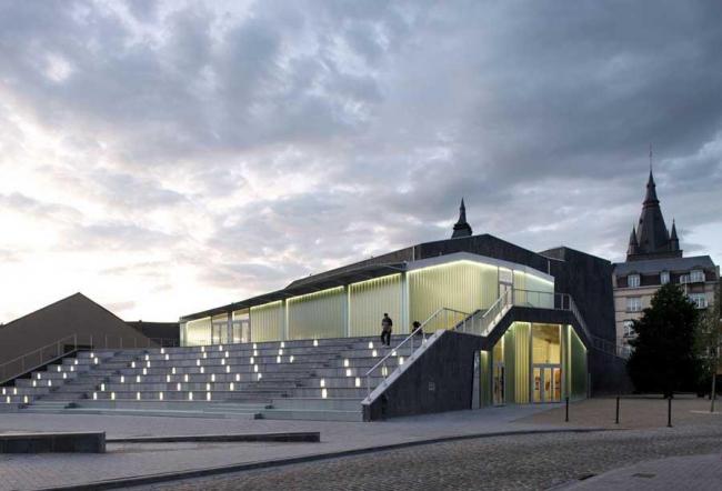 Зал культуры Суаньи - пространство культуры имени Виктора Хары. Фото © Filip Dujardin