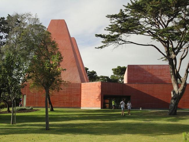 Дом историй - Музей Паулы Рего. Фото: Manuelvbotelho  via Wikimedia Commons. Лицензия CC BY-SA 3.0