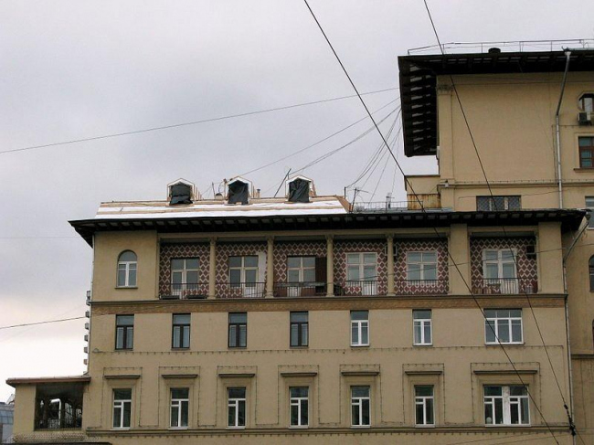 Незаконная надстройка дома полярников. Москва, Никитский бульвар, 7Б-9/10. Фото: Архнадзор